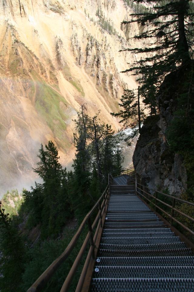 Steile trap naar beneden