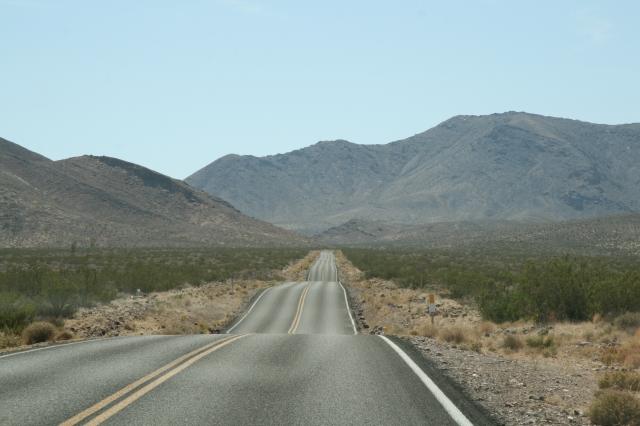 Eindeloze weg in Death Valley
